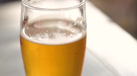 quartilho : A glass of cold beer. Weakly alcoholic drink. Live beer. Beer pub. Stock Footage