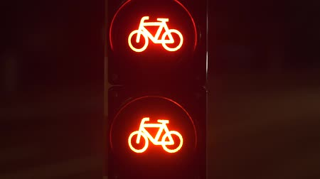rota : Semaphore warning sign. Movement in the night city. Evening street of Luxembourg. Red bicycle traffic warning sign. Vídeos