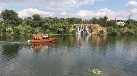 Summer scene with artificial waterfall and wooden ship on a Dnepr river in center of Dnepr city, Ukraine Vídeos