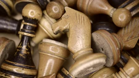 xadrez : close up of vintage wooden chess pieces in box, diagonal sliding camera motion