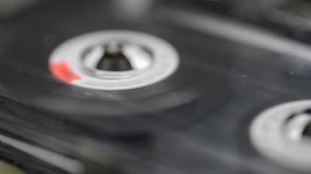 mıknatıs : tilted view of vintage audio cassette playing closeup, sliding camera movement Stok Video
