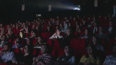 kino : People watch movies in cinema Wideo