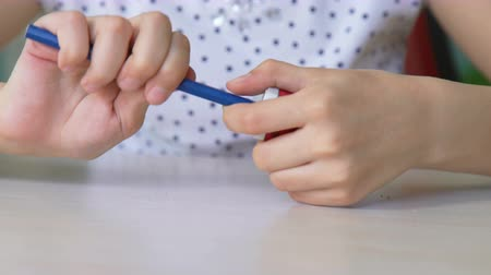 kalemtıraş : closeup girl hands sharpening pencil, cinemagraph, kid prepare to home exercise Stok Video