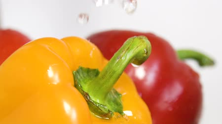 стручковый перец : Healthy eating and lifestyle. Water splashing on bell peppers in slow motion