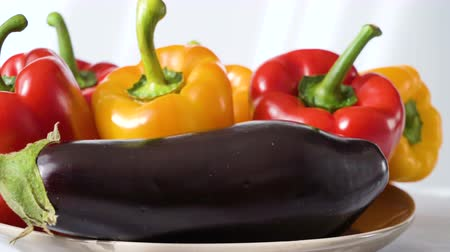 bakłażan : Colored red yellow Bell Pepper Placed on plate. white shaddow background. Healthy eating and lifestyle