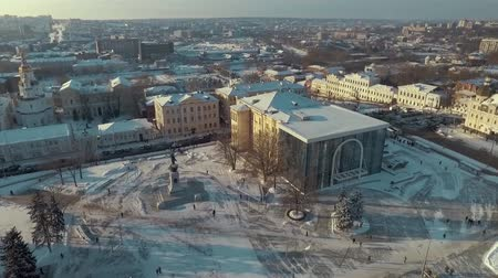 anayasa : Kharkiv, Ukraine - Dec 13, 2016: Aerial of History museum, Constitution Square covered with snow. Sunny winter day Stok Video