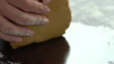farinha : closeup of woman hands kneading dough on table slow motion