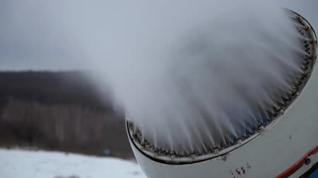 大砲 : Snow cannon making artificial snow at winter sports resort