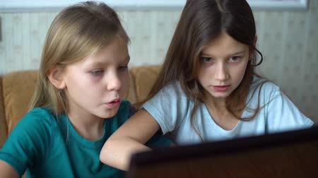 toló : kids addicted to internet games