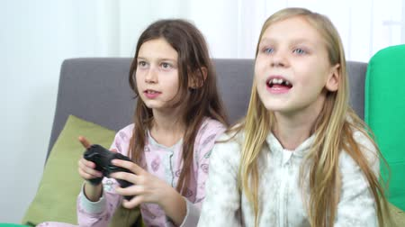 пижама : kids addicted to internet games