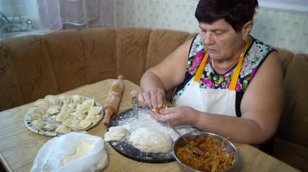 клецка : cooking traditional food
