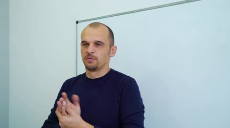 zkušenost : adult teacher near whiteboard teaching students in classroom