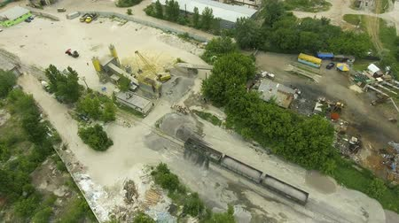 устаревший : old concrete factory with conveyor, storage towers and cargo train aerial