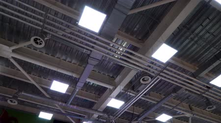 çinko : ceiling of big industrial building with air duct ventilation pipes