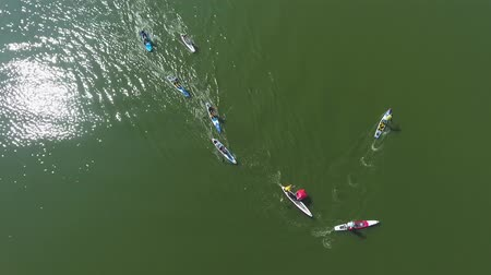 boa : aerial top down of stand up paddle racers bypass buoy during water competition Filmati Stock