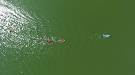 опытный : aerial top down of kayak water contest on green river reflecting sun Стоковые видеозаписи