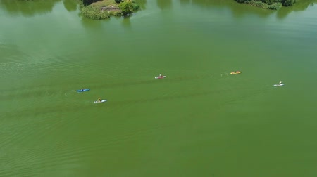 sucção : aerial of water fest racers on kayaks and SUP boards on green river in summer