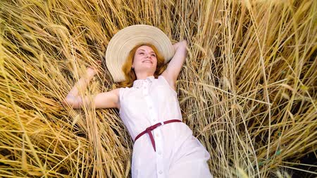 saçlı : camera spin over young red haired woman lying on wheat field and having rest Stok Video