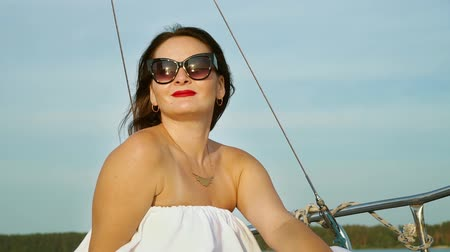 voyager : Attractive woman enjoying voyage of sailing boat