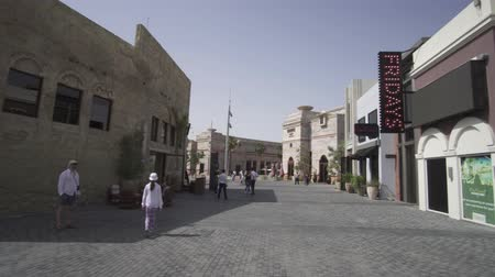 emiratos Árabes unidos : Dubai, Emiratos Árabes Unidos - 01 de abril de 2018: Riverland en Dubai Parks and Resorts video de material de archivo