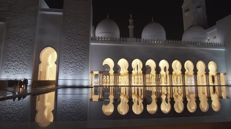 oszlopsor : Abu Dhabi, UAE - April 04, 2018: Sheikh Zayed Grand Mosque is one of the six largest mosques in the world stock footage video