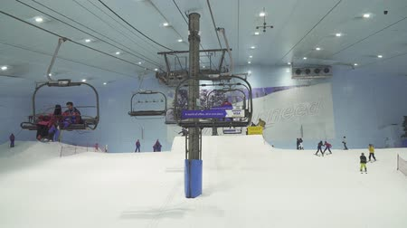 kardan adam : Dubai, UAE - March 31, 2018: Ski Dubai is an indoor ski resort with 22,500 square meters of indoor ski area stock footage video