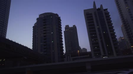 emirados : Dubai, UAE - April 08, 2018: Evening view of the skyscrapers of Dubai Marina stock footage video Vídeos