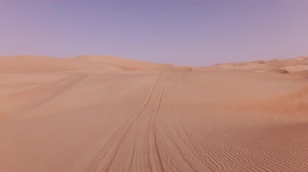 サハラ : Car trip on the beautiful sand dunes in the Rub al Khali desert stock footage video 動画素材