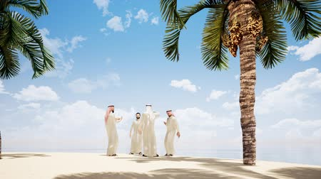 dialog : Four Arab men are talking on the beach with palm trees. Wideo