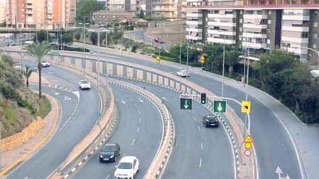 avenida : Cars driving along the avenue in the evening city, view from above from the bridge, HD video