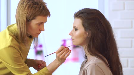 Make-up artiest make-up op modellen eyes.Eye make-up.