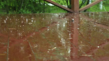 lekeleri : rain drops on wooden floor