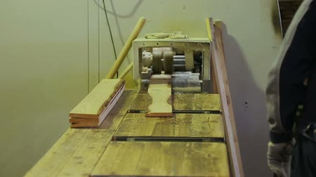 sponka : sawing logs on woodworking machinery