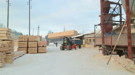 planking : packing and warehousing of the finished products of sawmill shop