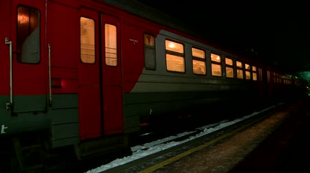 vagão : electric train at night in Russia Vídeos