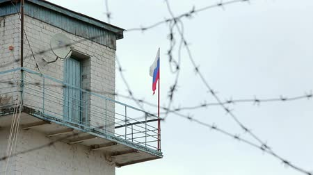 наказание : prison frontier post barbed wire Стоковые видеозаписи