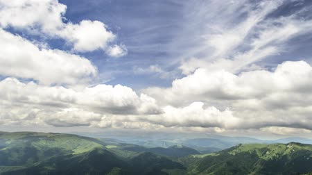 homlokzatok : two fronts of clouds over mountains
