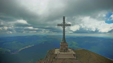 çapraz : Heroes Cross monument, Bucegi mountains, Romania