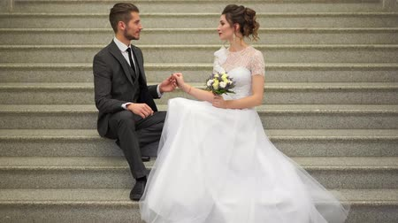 nowożeńcy : beautiful newlywed couple posing in the chic expensive indoor on the steps