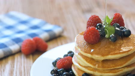 mel : Pancakes with fresh berries, mint and honey