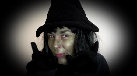 boszorkány : Spooky Halloween witch making a mean face and casting spells Stock mozgókép
