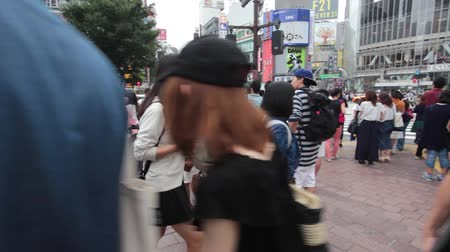 busiest : Anonym people cross the famous Shibuya intersection in Tokyo Stock Footage