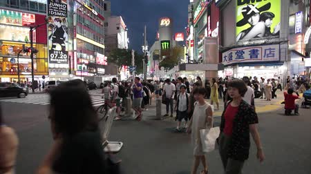 gyalogos : Anonymous crowds on Discrit Shibuya in Tokyo