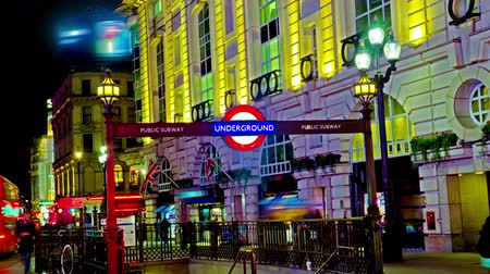 цирк : 4K Amazing London Picadilly circus underground sign Quad Ultra HD hyper time lapse. Timelapse movie of the bright lights of Piccadilly Circus in London, at night, zoom to sign, All the recognizable people and logos carefully fixed