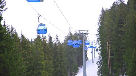 esqui : ski lift cabin Bansko ski center, blue elevator - Bulgaria