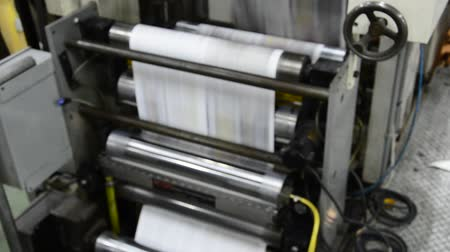 ferramenta : print press hit set roll paper goes through the rollers after passing the printing units
