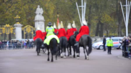 королева : Members of the Household Cavalry on duty at Horse Guards during Changing of the Guard ceremony in London. The Cavalry are the lifeguards of Queen Elizabeth II. Стоковые видеозаписи