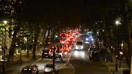 büyük britanya : LONDON, UNITED KINGDOM Night traffic jam drives down towards Tower of London and Tower Bridge Stok Video