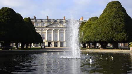 İngilizce : Hampton Court Palace, Kingston, london, England Stok Video