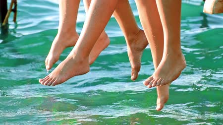 ayak parmakları : SUMMER REFRESHMENT CONCEPT. Feet playing in the sea water wave splashes Stok Video
